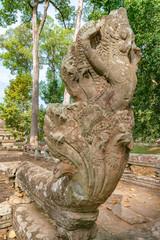 遺跡の朽ちた石像