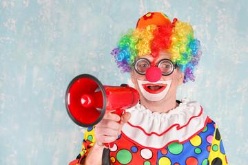 Fasching - Clown mit Megafon
