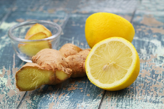 Healthy choices for tea: fresh ginger and lemon
