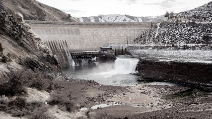 Arrow Rock Dam in winter with low water and snow on the ground