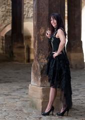 Schöne Frau auf einer Burg