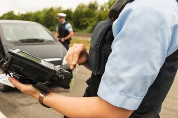 Polizeikontrolle - Ausweis und Führerschein