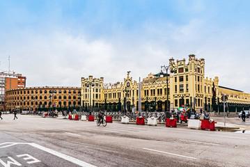 Valencia, Nordbahnhof mit Stierkampfarena