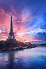 Poster de jardin Paris Sunset over the Seine river near Eiffel tower in Paris, France