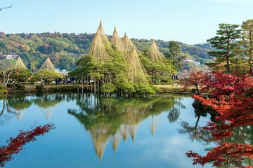 秋の金沢旅行 紅葉の兼六園 霞ヶ池と唐崎松