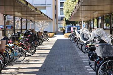 住宅街の駐輪場 自転車 マンション アパート