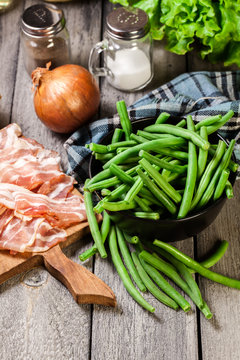 Ingredients for preparing green bean wrapped in bacon