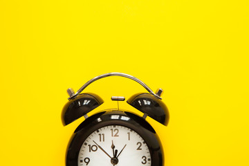 İsolated o'clock time on yellow background
