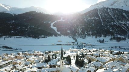 Dorf Zuoz im Winter