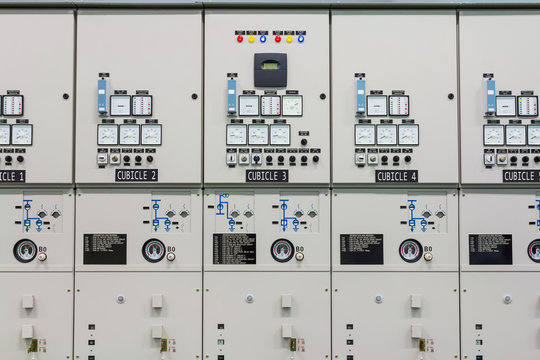 Indoor medium voltage metal enclosed switchgear