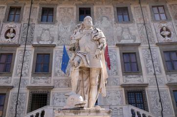 Statue of Cosimo I de Medici, Grand Duke of Tuscany on Piazza dei Cavalieri (Palazzo della Carovana) in Pisa, Italy