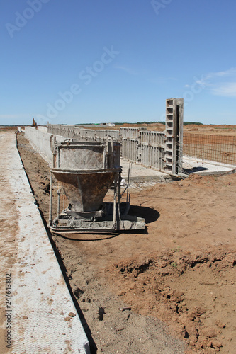 The organization of concrete work  Pouring concrete at a