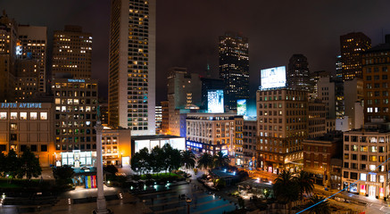 Fotomurales - San Francisco, USA. October 14, 2018. Night view of the San Francisco downtown Union Square.