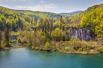 Scenic view of Veliki Prstavac Waterfall and Lake Gradinsko, Plitvice Lakes National Park, Croatia
