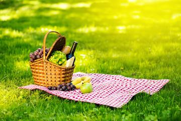 Fotobehang Picknick Picnic basket in summer park