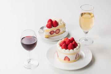ケーキとシャンパン、ワインのイメージ写真
