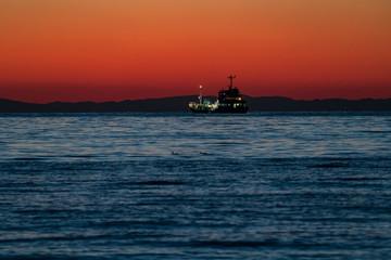 波静かな北条海岸の夕日