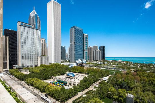 Downtown Chicago cityscape of Millenium park