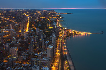 Fotomurales - Chicago. Cityscape image of Chicago downtown during twilight blue hour.