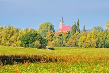 Barth Landschaft mit Kirche, alte Stadt am Bodden in Deutschland - Barth landscape and church, an old town in Germany