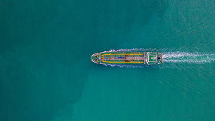 Tanker ship aerial view, oil tanker and gas tanker sailing in open ocean. Fototapete
