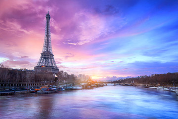 Fotobehang Parijs Sunset over the Seine river near Eiffel tower in Paris, France
