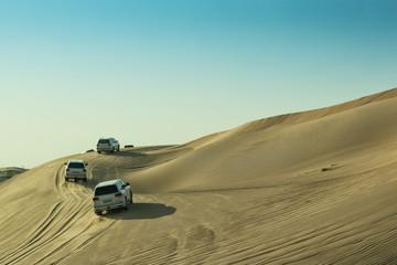 UAE/ABUDHABI - 13 DEZ 2018 - Cars in the Abu Dhabi desert to climb dunes.
