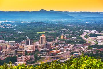 Fototapete - Roanoke, Virginia, USA downtown skyline at dusk