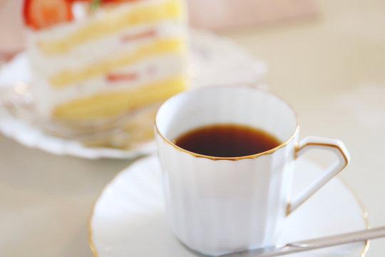 コーヒーとイチゴのショートケーキ