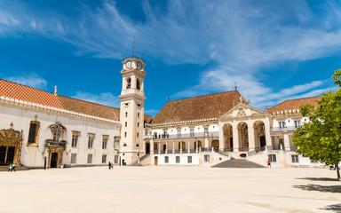 Hof und Glockenturm der Universität Coimbra