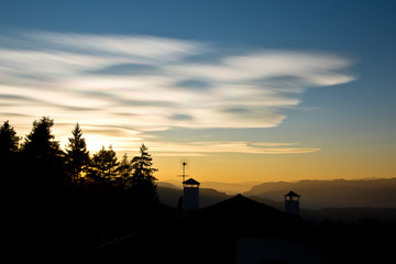 Заголовок: Beautiful colorful sunset sky over the mountains in South Tyrol