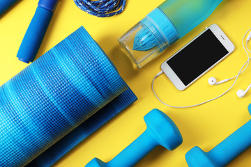 Flat lay composition with fitness gym equipment on color background Fototapete