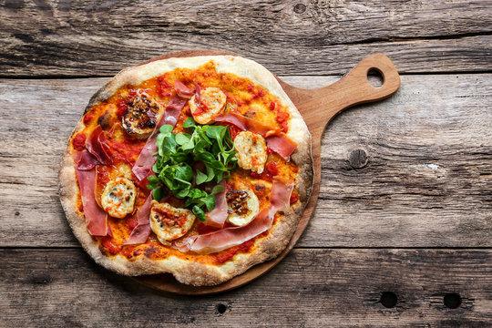 pizza jambon de pays et chèvre et miel