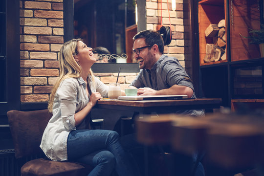 Beautiful couple on a romantic date in cafe - Image