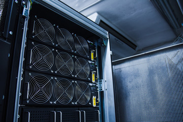 energy backup system for servers