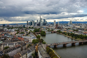 Fotomurales - Summer panorama of the financial district in Frankfurt, Germany