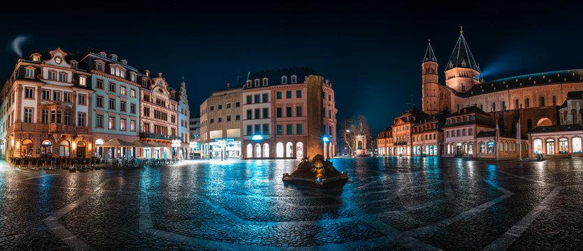 Panorama Mainzer Marktplatz mit Dom und Markthäusern