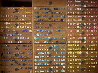 armario con botones antiguos de tienda antigua