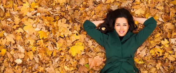 Obraz Portrait of beautiful young brunette woman - fototapety do salonu