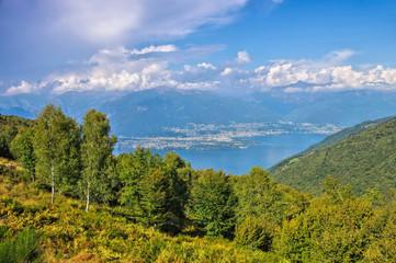 Lago Maggiore und Alpen in Norditalien, nördlicher Teil - Lago Maggiore and Alps in Italy