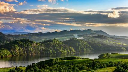 Obraz water reservoir on the Dunajec River, in the Nowotarska Basin, between Pieniny and Gorce - fototapety do salonu