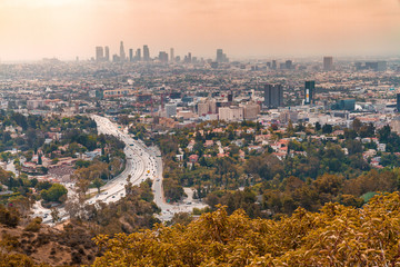 Obraz Los Angeles as seen from Hollywood Overlook at Mulholland Drive - fototapety do salonu