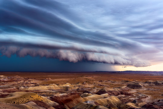 Thunderstorm with dramatic shelf cloud