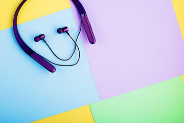 Headphones on a pastel color background. Top view. The concept of the main trend. Horizontal. Photo...