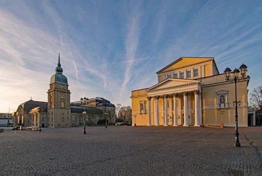 Hessisches Landesmuseum und altes Theater am Karolinenplatz in Darmstadt, Hessen, Deutschland
