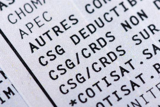 Bulletin de paie français avec cotisations sociales (CSG, CRDS). Gros plan