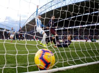 Premier League - Huddersfield Town v Arsenal