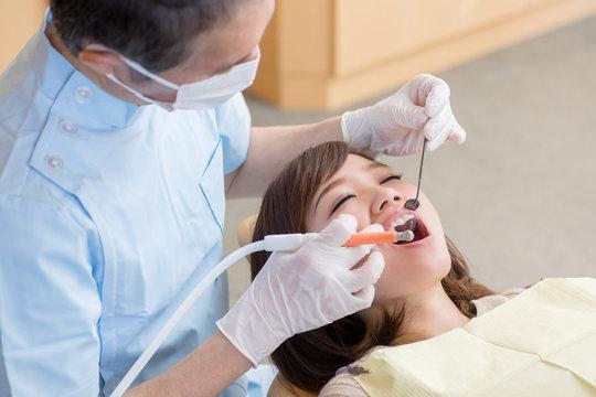 歯医者の施術イメージ
