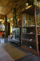 vitrine d'exposition ancienne, vieille maison Thaïlandaise en bois