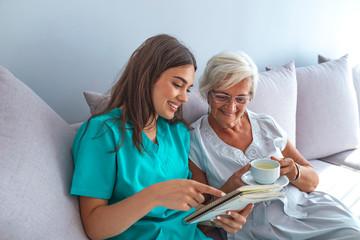 Close positive relationship between senior patient and caregiver
